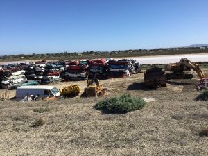 - ACRES AND ACRES OF CARS, TRUCKS .. OLD &  NEW